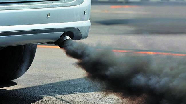 imagen El coche tirando humo negro